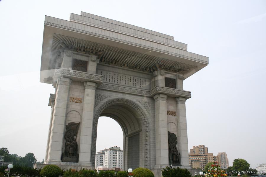 朝鲜凯旋门(Arch of Triumph)位于首都平壤牡丹峰山脚下的凯旋广场,是一座纪念碑式的建筑,于1982年建成。